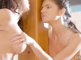 Ботаник мечтал о сексе втроем с двумя женщинами и трахнул двух стройных и развратных телочек