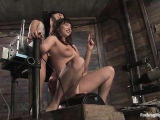 Одна брюнетка надрачивает свою пилотку секс машиной, принимая от подруги много ласки и нежности