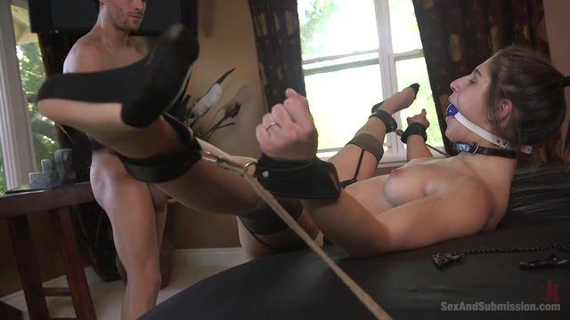 Жесткое порно на кровати, жесткий секс с неграми
