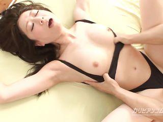 Красивое японское порно с участием стройной японки и ненасытного развратника с огромным стояком меж ног