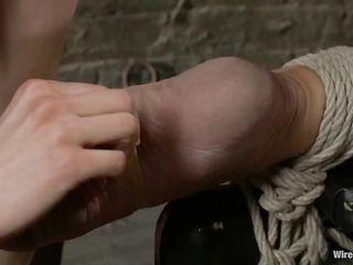 Стройная брюнетка в черном коротком платье жестко трахает в задницу электовибратором связанную блонду