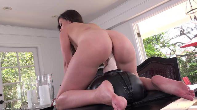 seks-s-appetitnoy-prigaet-na-chlene-prirode-erotika