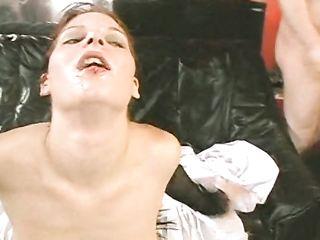 Групповое Bukkake порно видео в котором грудастая девушка с пирсингом в языке жрет мужскую сперму