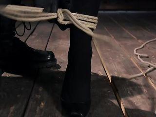 Мужик мастерски связал женщину, выпорол по попе и надрочил киску