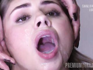 Парни накормили грудастую сучку спермой и залили ею все лицо