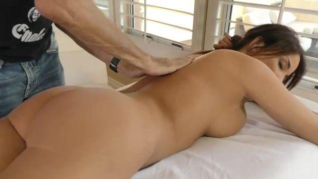 Массаж потом жаркий секс