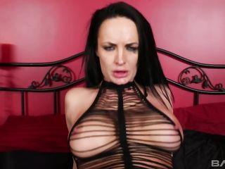 Классный анальный Hardcore секс с черноволосой проституткой в длинных сапожках и драной майке