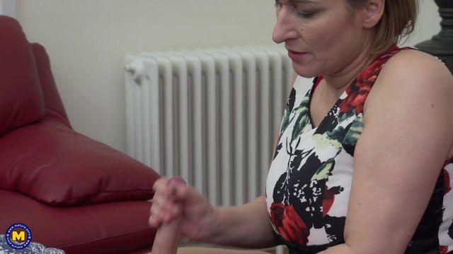 Горловой минет от зрелых женщин