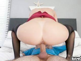 Белокурая женщина в соку устроила безумно жаркий порно забег с молодым парнем из колледжа