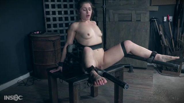 Порно мастурбация с карандашом видео — pic 4
