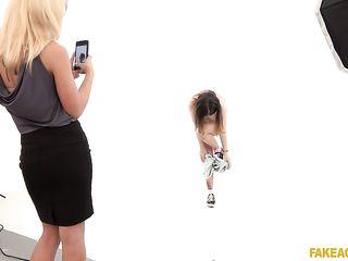 Лесбиянки из России во время кастинга так возбудились, что отлизали друг другу письки прямо на съемочной площадке