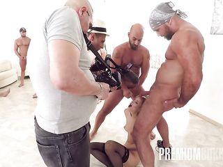 Большая групповая Bukkake порно оргия на даче с горячими девушками легкого поведения