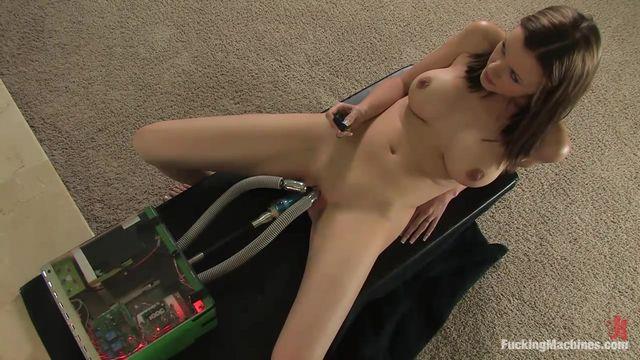 Видео из fuckingmachines com женщина получает много струйных оргазмоа