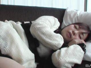 Извращенный парень дрочит письку спящей азиатке, а потом трахает в рот и волосатую киску