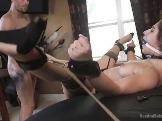 Анальный порно видео Hardcore с длинноногой студенткой в загородном доме