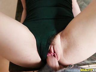 Парень до оргазма затрахал молодую девушку дома