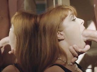 Рыжая милфа берет в рот и дает себя душить во время секса