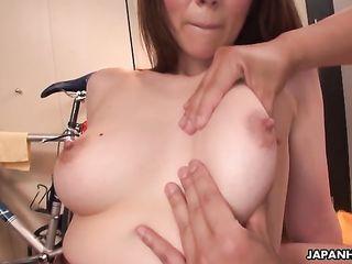Японская подружка дает лазить мокрое влагалище