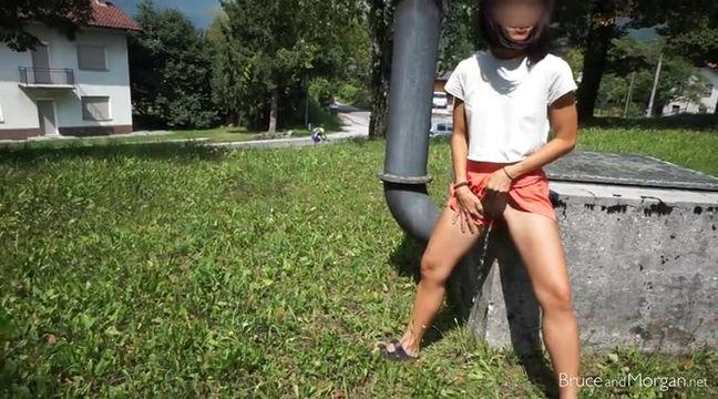 Трахает девушка писает в парке порно плотного телосложения видео