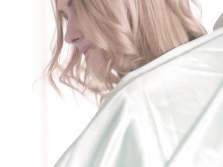 Худенькая девушка без лифчика в белых колготках