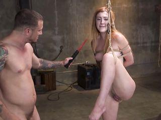 Сексуальные игры начались с бондажа и поркой плетью