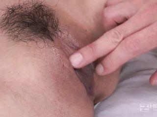 Молодая японочка занимается сексом в поликлинике с врачем