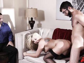 Сексвайф - муж смотрит как его жену имеет в писю очкастый ботаник