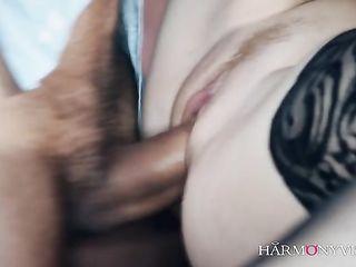 Потрясающий секс с красивой азиаткой на барной стойке