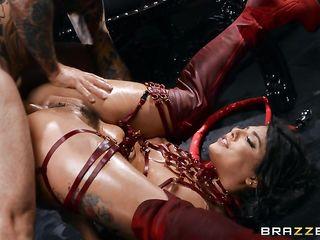 Секс в Хэллоуин с сексуальной дьяволицей