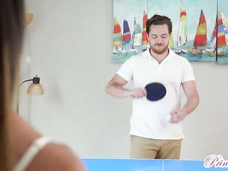 Играли в теннис на раздевание, а потом занялись сексом