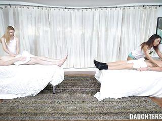 Хитрые девушки массажистки получили классный секс от клиентов