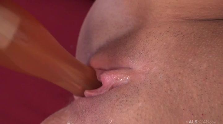Секс порно фото телки с длинными ногтями