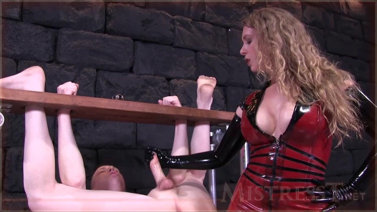 Порно 1 госпожа в латексе истязает член связанного раба