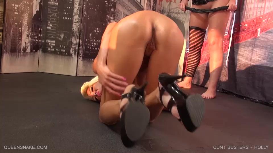 Ебут скамейке порно жестко доводят до оргазма