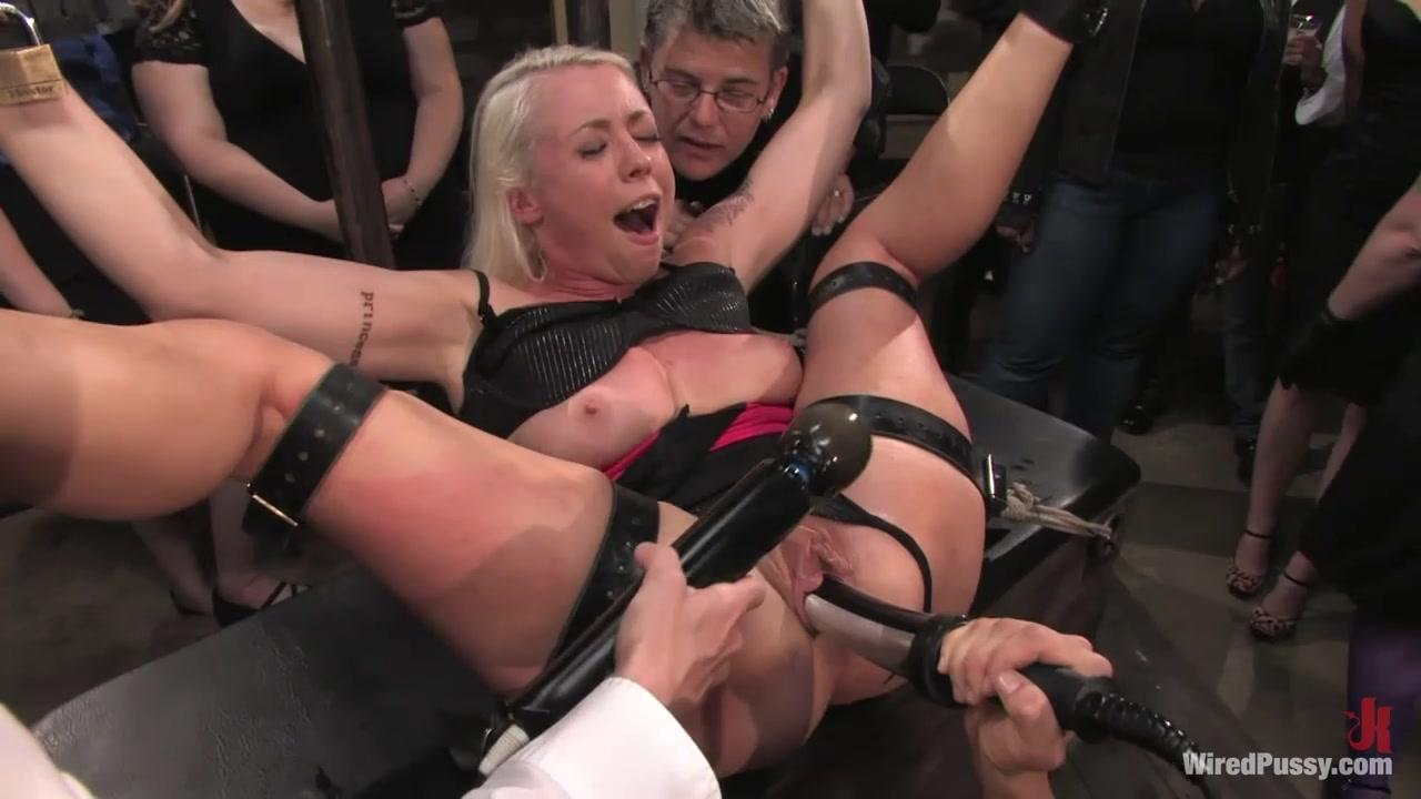 Секс женщин с толпой